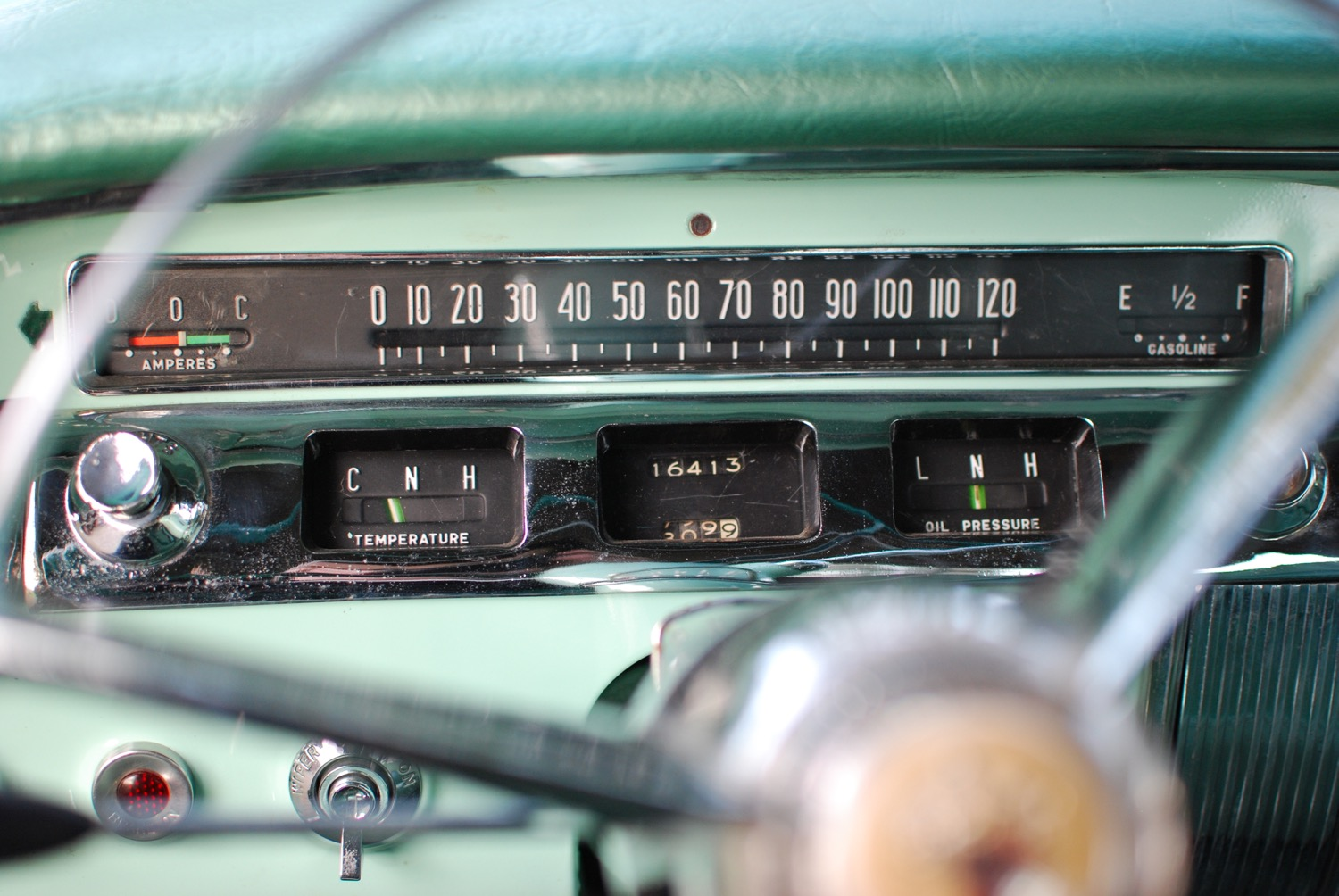 Buick Special 1956 gauges