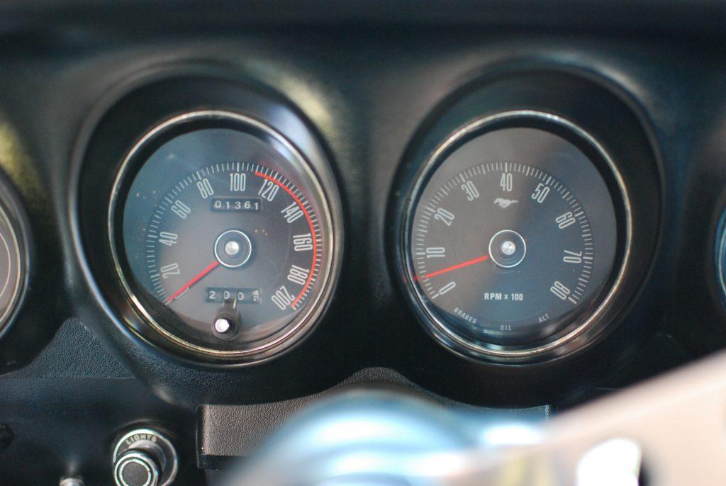 302 Boss Tachometer speedometer